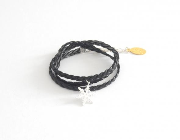 צמיד דמוי עור שחור+תליון פתית שלג