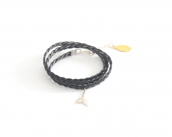 צמיד דמוי עור שחור+תליון זנב כסף