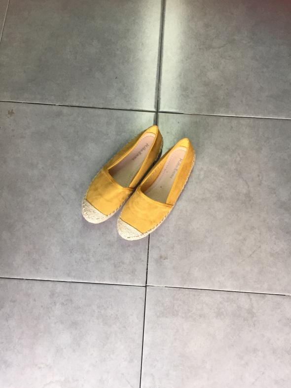 נעל חרדל