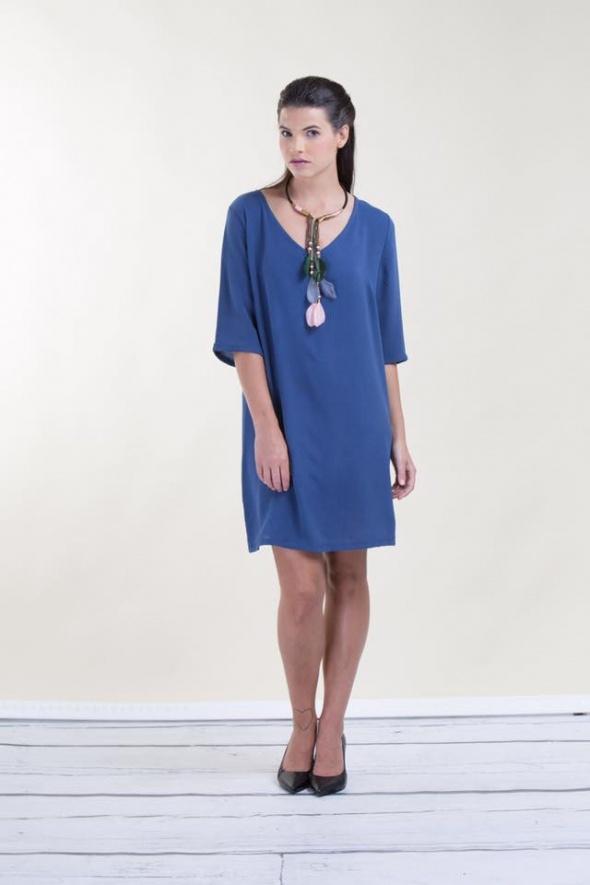 שמלת וי כחולה