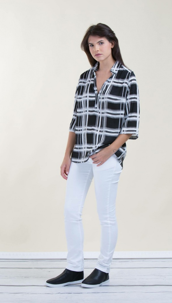 חולצת משבצות שחור לבן