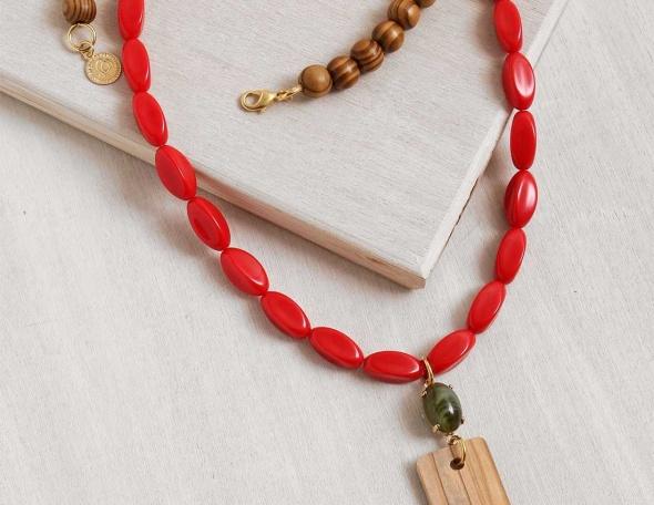 שרשרת תפילה אדום ועץ