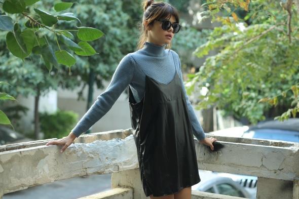 שמלת טוויגי דמוי עור שחורה