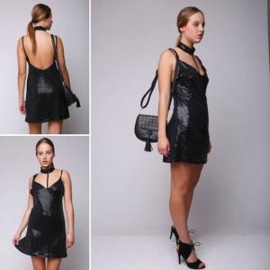 שמלת מיני ערב פייטים עם קולר שחור