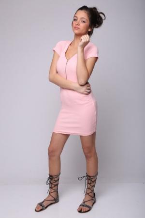 שמלת מיני בייסיק ריצ'רצ' מלפנים ורודה