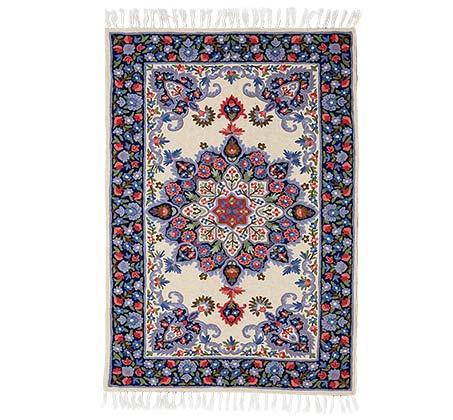 שטיח צמר אוסטרלי בעיצוב פרחוני על רקע בגוון קרם אופוויט