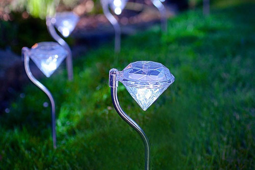 רביעיית דוקרני תאורת גן סולארית צבעונית בעיצוב דוקרן יהלום, חסכוני בחשמל וידידותי לסביבה  - תמונה 5