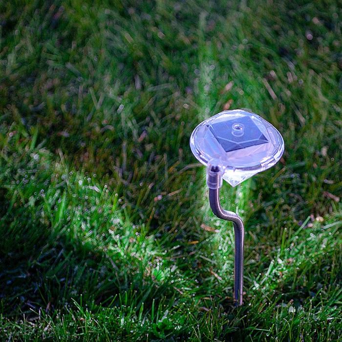 רביעיית דוקרני תאורת גן סולארית צבעונית בעיצוב דוקרן יהלום, חסכוני בחשמל וידידותי לסביבה  - תמונה 2