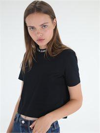 חולצה קלווין קליין שחורה לנשים