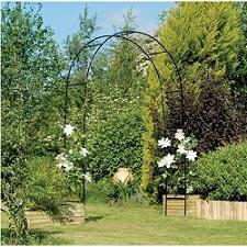 קשת רחבה ממתכת לתמיכת צמחים בגינה
