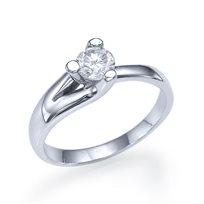 """טבעת אירוסין סוליטר זהב לבן """"טייה"""" 0.31 קראט בשיבוץ משולש ייחודי"""
