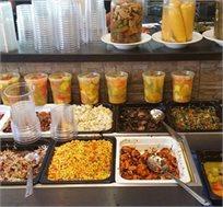 ארוחה עסקית במסעדת 'טעים בכרם' בירושלים הכוללת סלטים, מנה עיקרית, תוספת ושתייה רק ב-₪39 לאדם