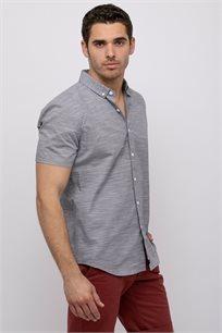 חולצה מכופתרת טקסטורת פסי רוחב