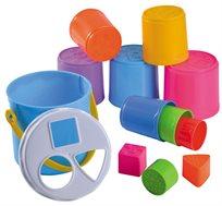 שני משחקים באחד - דלי הכנס צורה ומגדל כוסות צבעוניות