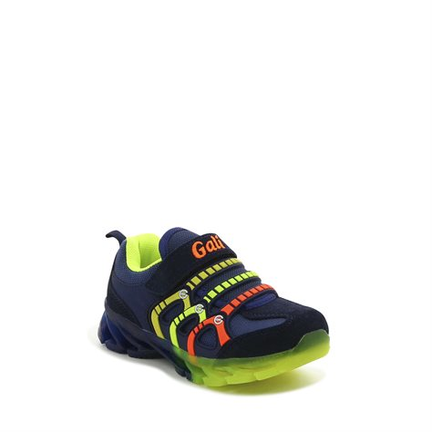 נעלי ספורט מעוצבות עם סקוץ