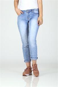 ג'ינס כחול בהיר וכוכבים בכיס