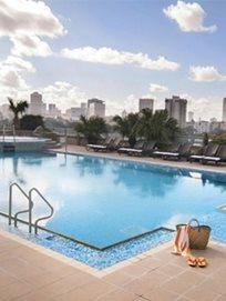 יום כיף, ארוחת בוקר ועיסוי מפנק במלון לאונרדו סיטי טאואר היוקרתי, החל מ-₪279!