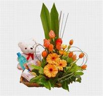 לאם ולתינוק, סידור פרחים מרהיב ונוגע ללב בסלסלה מהודרת