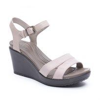 Crocs Leigh II Ankle Strap Wedge - סנדל עקב בצבע ערבהאספרסו בשילוב רצועות