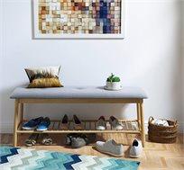ספסל כניסה דקורטיבי בסגנון מודרני עשוי עץ במבוק בשילוב בד איכותי בצבע אפור בהיר