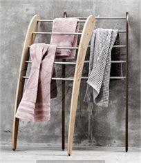 סולם מעוצב למגבות ובגדים דגם מונרו