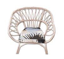 כורסא מעוצבת דגם גואה ביתילי עשויה מראטן בגוון ורוד כוללת כרית נוי מעוצבת מתנה
