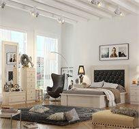 חדר שינה פריז הכולל מיטה זוגית, 2 שידות לילה, שידת 5 מגירות, שידת מגירה ומראה תוצרת LIVING ROOM