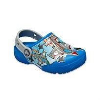 Crocs - כפכף קלוג בצבע כחול קובלט בהדפס מטוסים