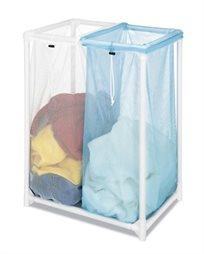 סל לכביסה עשוי רשת מחולק לשני תאי אחסון להפרדת הכביסה