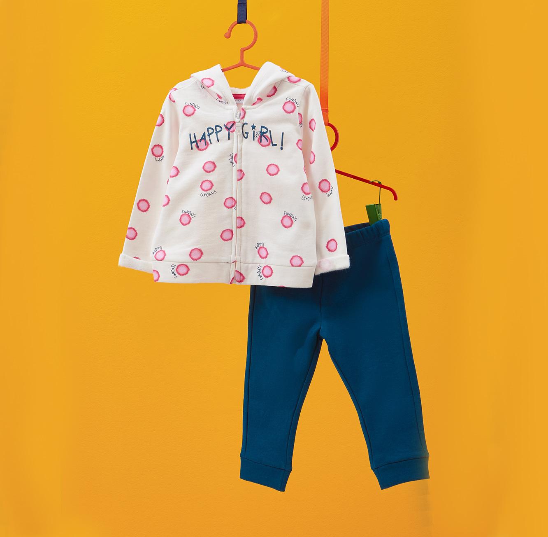 חליפת פוטר OVS לילדות - כחול ולבן עם נוצצים והדפס