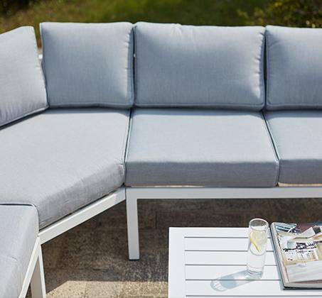 פינת ישיבה פינתית מרופדת לחצר ולגינה מאלומיניום הכוללת ספה פינתית כורסא ושולחן - תמונה 2