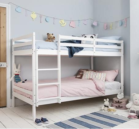 מיטת קומותיים מעץ מלא עם מעקה בטיחות וסולם דגם RICARDO