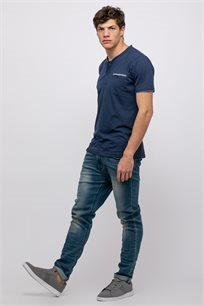 חולצת טי טקסטורה עם צווארון גבוה ובשילוב כפתרה וכיס