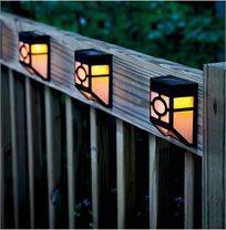 תאורת לד סולארית מעוצבת לתליה על הקיר או הגדר ללא צורך בחיבור חשמל!