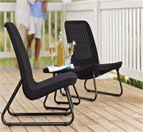 סט רהיטים למרפסת ולגן הכולל כיסאות במראה עץ קלוע ושולחן תואם דגם ריו KETER
