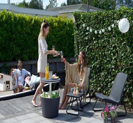 סט רהיטים למרפסת ולגן הכולל כיסאות במראה עץ קלוע ושולחן תואם דגם ריו KETER - תמונה 2