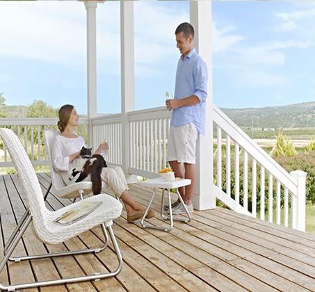 סט רהיטים למרפסת ולגן הכולל כיסאות במראה עץ קלוע ושולחן תואם דגם ריו KETER - תמונה 3