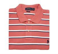 חולצת פולו שרוול קצר לגבר POLO RALPH LAUREN CLASSIC FIT בצבע ורוד כהה עם פסים לבן/כחול ולוגו כחול