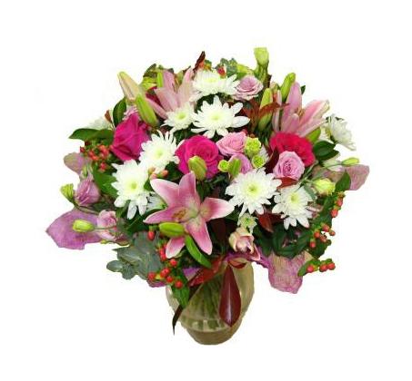 ורודה ומטריפה זר פרחים מרהיב