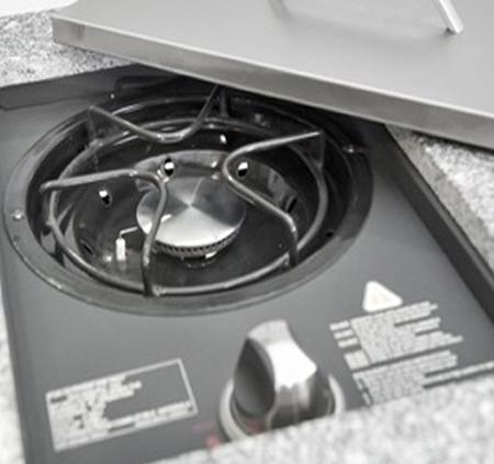 מטבח חוץ מושלם ואיכותי של חברת DCHEF כולל גריל גז איכותי, שיש, כירת גז עוצמתית, כיור וארוניות אחסון - תמונה 4