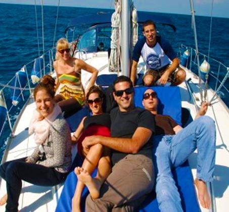הפלגה משפחתית - שייט ביאכטה מפוארת ומפנקת לאורך חופי הרצליה ותל אביב - תמונה 6