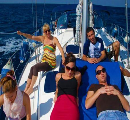 הפלגה משפחתית - שייט ביאכטה מפוארת ומפנקת לאורך חופי הרצליה ותל אביב - תמונה 2