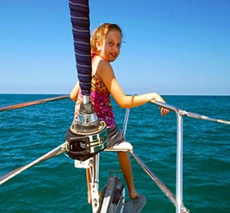 הפלגה משפחתית - שייט ביאכטה מפוארת ומפנקת לאורך חופי הרצליה ותל אביב - תמונה 7
