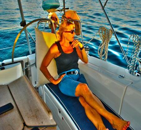 הפלגה משפחתית - שייט ביאכטה מפוארת ומפנקת לאורך חופי הרצליה ותל אביב - תמונה 3