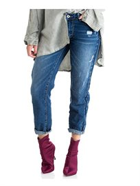 ג'ינס בויפרנד לנשים בגיזרה LOOSE עם קרעים עדינים