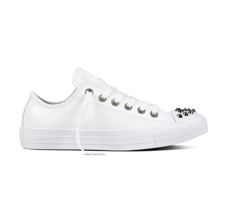 נעלי סניקרס All Star נמוכות עם ניטים לנשים - לבן