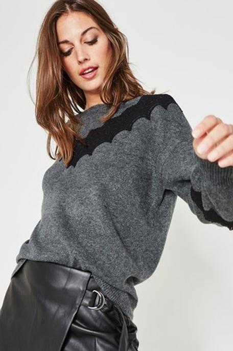 סוודר עם עיטור תחרה PROMOD לנשים - צבע לבחירה