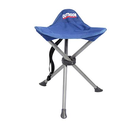 כיסא מתקפל עם 3 רגליים נוח לישיבה ומתאים לחוף הים