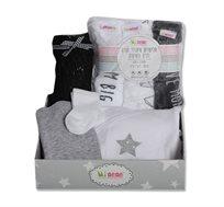 סט מתנה ליולדת הכולל שלישיית חיתולי טטרה, סל רשת לעגלה, בגד גוף, מכנס, גרביים מיננה
