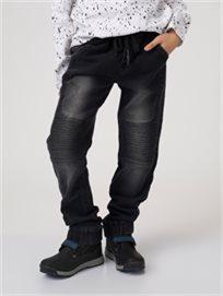 מכנסי גינס עם קפלים